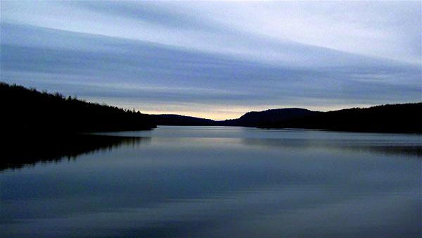 « Novembre est un beau mois. Mais il faut aimer le gris. Et l'œil en saisir la lumière » Gilles Vigneault,« La Petite heure »