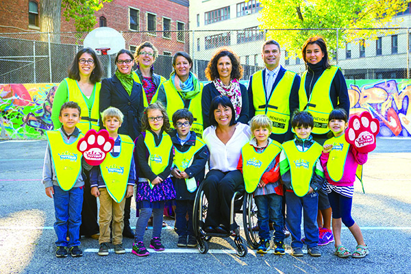 Le projet Trottibus de la Société canadienne du cancer, l'autobus qui fait marcher les écoliers, s'étend au Québec et ailleurs au pays.