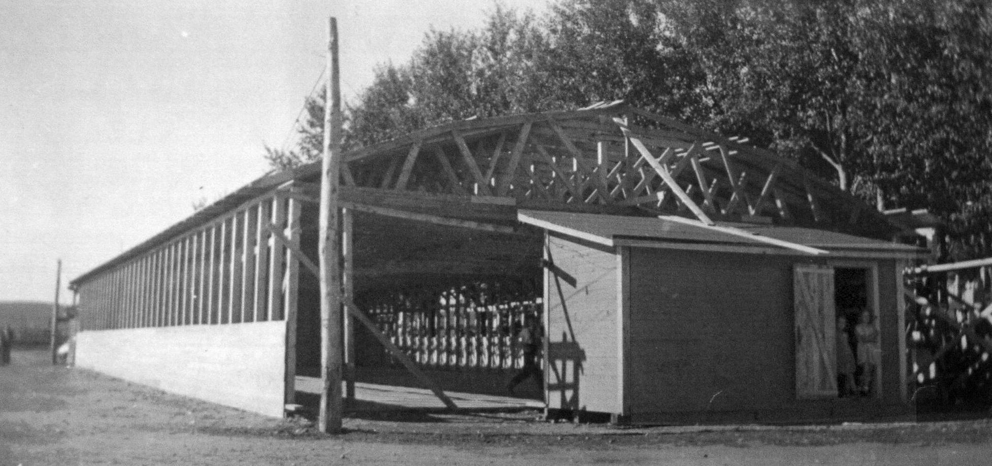 Les débuts de la construction de la salle en 1946.