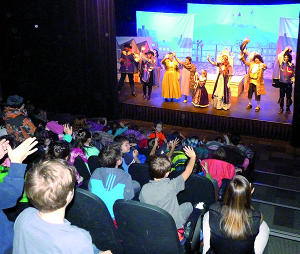 Pas moins de 775 élèves ont assisté à la pièce de théâtre de la troupe Les Cabotins, Faby et les trois mousquetaires, dont plusieurs écoles grâce au coup de pouce financier du Fonds culturel-scolaire de la MRC des Appalaches.
