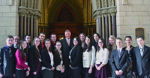 Dix-sept élèves beaucerons en compagnie de leur député fédéral Maxime Bernier