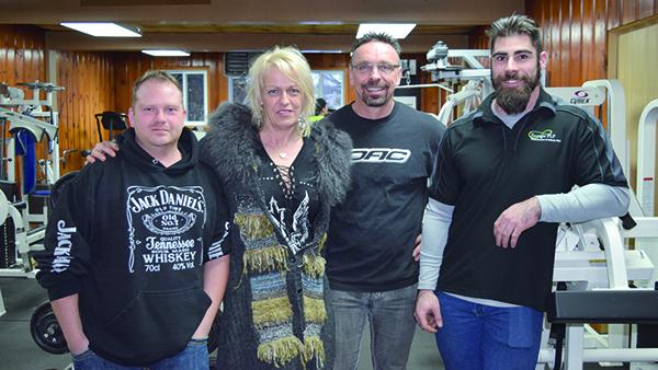 Guillaume Hébert,  du Bar de Stratford,  Lucie Lagassé du Salon LSM,               Steve Couture du  Gym Chez Steve et Samuel Paré, entraîneur.
