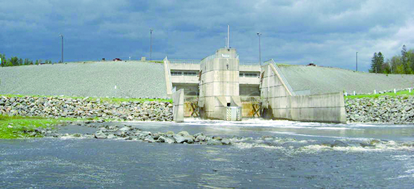 Le barrage Jules-Allard à la sortie du Grand lac Saint-François