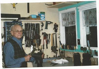 M. Fernand Lessard dans sa boutique
