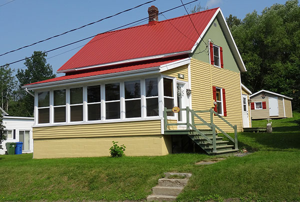 la maison du 15, avenue Roy à Saint-Joseph-de-Coleraine, construite en 1918 est typique au secteur de Vimy-Ridge.