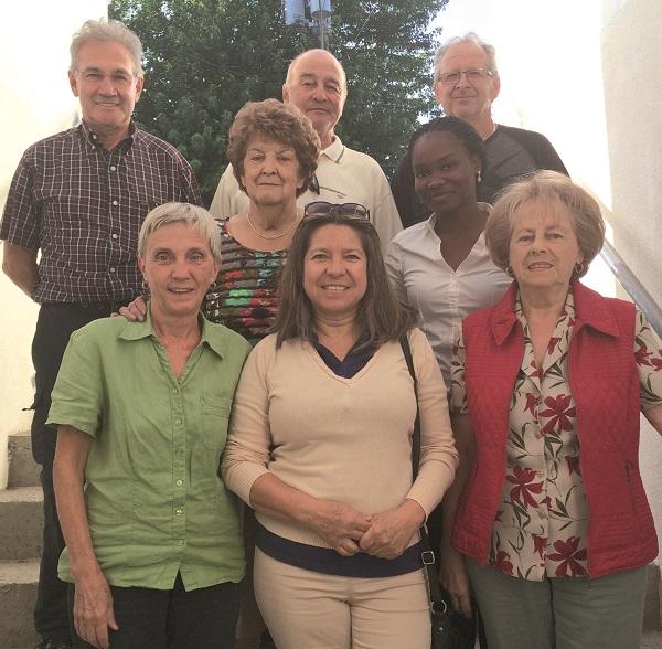 En partant de l'arrière, de gauche à droite : Denis Routhier, Richard Doyon, Jean Denis Vachon, Cécile Baron, Valérie Porgo, Colette B. Jolicoeur, Patricia Gonzalez Gaytan et Gaétane Drouin Jacques