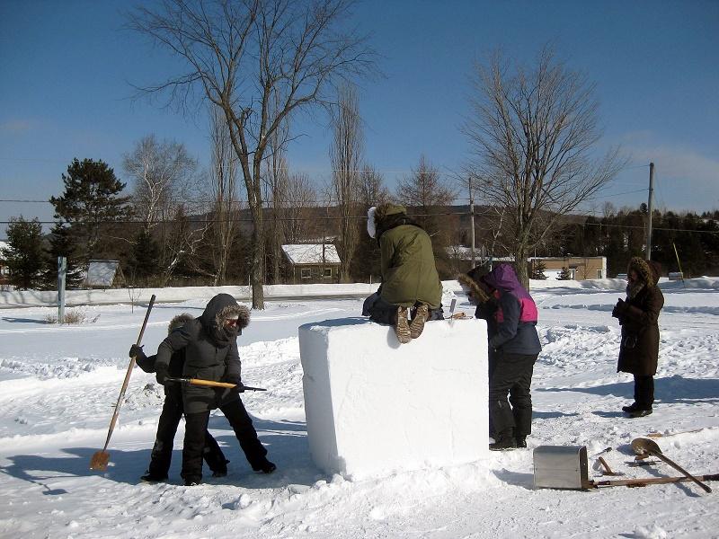apprenti-sculpteurs à l'œuvre