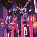 Cirque Dominique Savio: Conjurer le mauvais sort avec couteaux, fourchettes et acrobaties